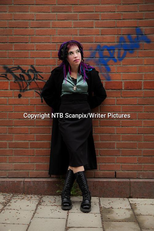Oslo  20130416.<br /> Forfatteren Sofi Oksanen er aktuell med utgivelsen av &quot;Da duene forsvant&quot;, hennes fjerde roman p&Acirc; norsk. Sofi Oksanen er det store stjerneskuddet fra Finland, og i hjemlandet har hun hatt enorm suksess med denne romanen.<br /> Foto: Erlend Aas / NTB scanpix<br /> <br /> NTB Scanpix/Writer Pictures<br /> <br /> WORLD RIGHTS, DIRECT SALES ONLY, NO AGENCY