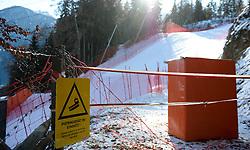 25.12.2011, Hochstein, Lienz, AUT, Vorbereitungsarbeiten am Hochstein anlaesslich des Skiweltcup der Damen in Lienz am Hochstein, im Bild Weltcupstrecke mit Absperrung und Schild mit der Aufschrift Pistengeraet im Einsatz // during the preparation of the race way for Ladies Skiworldcup at Hochstein, Lienz, 25-12-2011, EXPA Pictures © 2011, PhotoCredit: EXPA/ M. Gruber