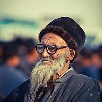 An old Uygur visit the Animal´s bazar in Kashgar, Xinjiang, on   February. 21, 2010. Photographer: Bernardo De Niz