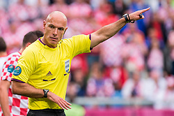 14-06-2012 VOETBAL: UEFA EURO 2012 DAY 7: POLEN OEKRAINE<br /> HOWARD WEBB REFEREE during the Euro 2012 football championships match Italy v Croatia at the stadium in Poznan. <br /> ***NETHERLANDS ONLY***<br /> ©2012-FotoHoogendoorn.nl