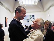 Wolfgang Tillman, Mary Maestri ( Mrs. Tony ) and Tony Maestri. . Turner prize private view. Tate Gallery. London. 24 October 2000. © Copyright Photograph by Dafydd Jones 66 Stockwell Park Rd. London SW9 0DA Tel 020 7733 0108 www.dafjones.com