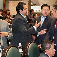 Toluca, Mex.- Los diputados, Higinio Martinez (izq), Francisco Vazquez, del PRD, Carlos Cadena del PRI y Julio Cesar Rodriguez (der) del PAN, debaten durante la sesion del Congreso del Estado de Mexico. Agencia MVT / Luis Enrique Hernandez V. (DIGITAL)<br /> <br /> <br /> <br /> <br /> <br /> <br /> <br /> NO ARCHIVAR - NO ARCHIVE