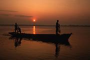 Entardecer do rio Araguaia, bacia amazônica - Conceição do Araguaia, Pará..To get late of the river Araguaia, Amazonian basin - Conceição of Araguaia, Pará.