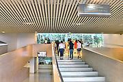 Nederland, Nijmegen, 2-6-2017 Gemeentelijk museum voor oudheid en moderne kunst het Valkhof . In de volksmond Het Zwembad genoemd. Permanente expositie van de collectie Romeinse items uit opgravingen in de omgeving, regio, zoals helmen, gezichtsmaskers, aardewerk, glaswerk en een triomfzuil . Het museum zit in zwaar weer vanwege het sterk teruglopend bezoekersaantal en het op non actief zetten van de directeur Arend-Jan Weijsters door de Raad van Toezicht, terwijl de OR en het personeel de man willen houden. Het museum wil verbouwen, maar door terugtrekking van de postcodeloterij is er niet genoeg geld beschikbaar. Museale troubleshooter Jan van Laarhoven mag het uitzoeken. FOTO: FLIP FRANSSEN