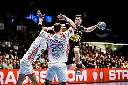 20.01.2020, Wiener Stadthalle, Wien, AUT, EHF Euro 2020, Weissrussland vs Spanien, Hauptrunde, Gruppe I, im Bild v. l. Artsem Karalek (BLR), Alex Dujshebaev Dobichebaeva (ESP) // f. l. Artsem Karalek (BLR) Alex Dujshebaev Dobichebaeva (ESP) during the EHF 2020 European Handball Championship, main round group I match between Belarus and Spain at the Wiener Stadthalle in Wien, Austria on 2020/01/20. EXPA Pictures © 2020, PhotoCredit: EXPA/ Florian Schroetter