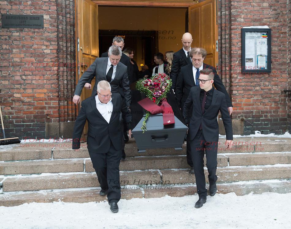 OSLO,  20140124:  Per Eirik Johansen bisettelse i Sofienberg kirke på Grünerløkka i Oslo. Mange artister og venner til stede i kirken. Jarle Bernhoft, Fredrik Hauge og Sivert Høyem til høyre i bildet.  FOTO: TOM HANSEN