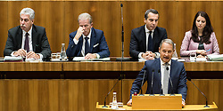 13.10.2016, Parlament, Wien, AUT, Parlament, Nationalratssitzung, Sitzung des Nationalrates mit Generaldebatte über das Bundesfinanzgesetz 2017, im Bild Klubobmann SPÖ Andreas Schieder vor Bundesminister für Finanzen Hans Jörg Schelling (ÖVP), Vizekanzler und Minister für Wirtschaft und Wissenschaft Reinhold Mitterlehner (ÖVP), Bundeskanzler Christian Kern (SPÖ) und Staatssekretärin Muna Duzdar (SPÖ) // Leader of the Parliamentary Group SPOe Andreas Schieder in front of Austrian Minister of Finance Hans Joerg Schelling, Vice Chancellor of Austria and Minister of Science and Economy Reinhold Mitterlehner, Federal Chancellor of Austria Christian Kern and State Secretary Muna Duzdar during meeting of the National Council of austria according to government budget 2017 at austrian parliament in Vienna, Austria on 2016/10/13, EXPA Pictures © 2016, PhotoCredit: EXPA/ Michael Gruber