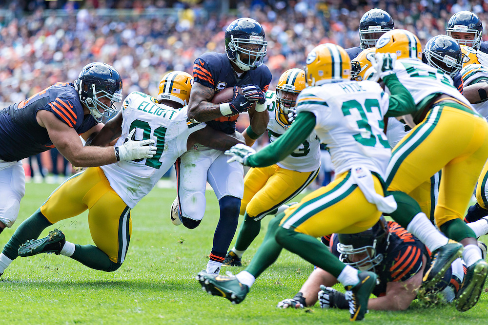 CHICAGO, IL - SEPTEMBER 13:  Matt Forte #22 of the Chicago Bears runs the ball up the middle and is tackled by Jayrone Elliott #91 of the Green Bay Packers at Soldier Field on September 13, 2015 in Chicago, Illinois.  The Packers defeated the Bears 31-23.  (Photo by Wesley Hitt/Getty Images) *** Local Caption *** Matt Forte; Jayrone Elliott