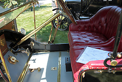 7 August 2010: 1909 Cjhalmers Detroit Roadster, 4 cylinder.  Antique Car show, David Davis Mansion, Bloomington Illinois