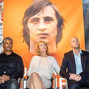 NLD/Amsterdam/20161007 - Presentatie biografie over het leven van oud voetballer Johan Cruijff, frank Rijkaard, vrouw Danny Cruijff - Coster