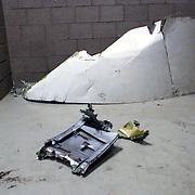 NLD/Amsterdam/19921005 - Vliegtuig El Al Boeing neergestort in de Bijlmermeer Amsterdam, volgende dag gevonden onderdelen politieburo Naarden