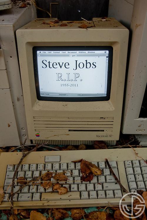 Rest In Peace Steve Jobs -- Mac SE,