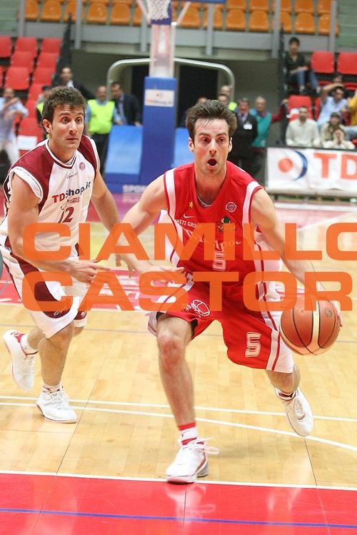 DESCRIZIONE : Livorno Lega A1 2006-07 TDShop.it Livorno Whirpool Varese<br /> GIOCATORE : Capin<br /> SQUADRA : Whirpool Varese<br /> EVENTO : Campionato Lega A1 2006-2007<br /> GARA : TDShop.it Livorno Whirpool Varese<br /> DATA : 19/04/2007<br /> CATEGORIA : Palleggio<br /> SPORT : Pallacanestro<br /> AUTORE : Agenzia Ciamillo-Castoria/P. Mettini