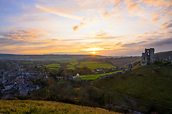 © Licensed to London News Pictures. 17/11/2019. Corfe, Dorset, UK. The sun sets over the countryside near Corfe Castle in Dorset on a chilly autumnal evening. . Photo credit: LNP