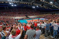 21-09-2019 NED: EC Volleyball 2019 Poland - Spain, Apeldoorn<br /> 1/8 final EC Volleyball / Polish fan, support, centercourt view
