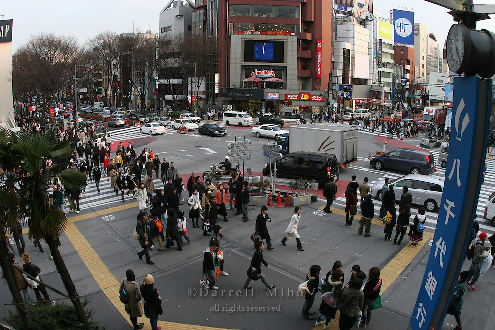 Mar 7, 2006; Tokyo, JPN; Harajuku.Pedestrians flood the streets at a busy intersection and crosswalk at quitting time in Harajuku...Photo credit: Darrell Miho