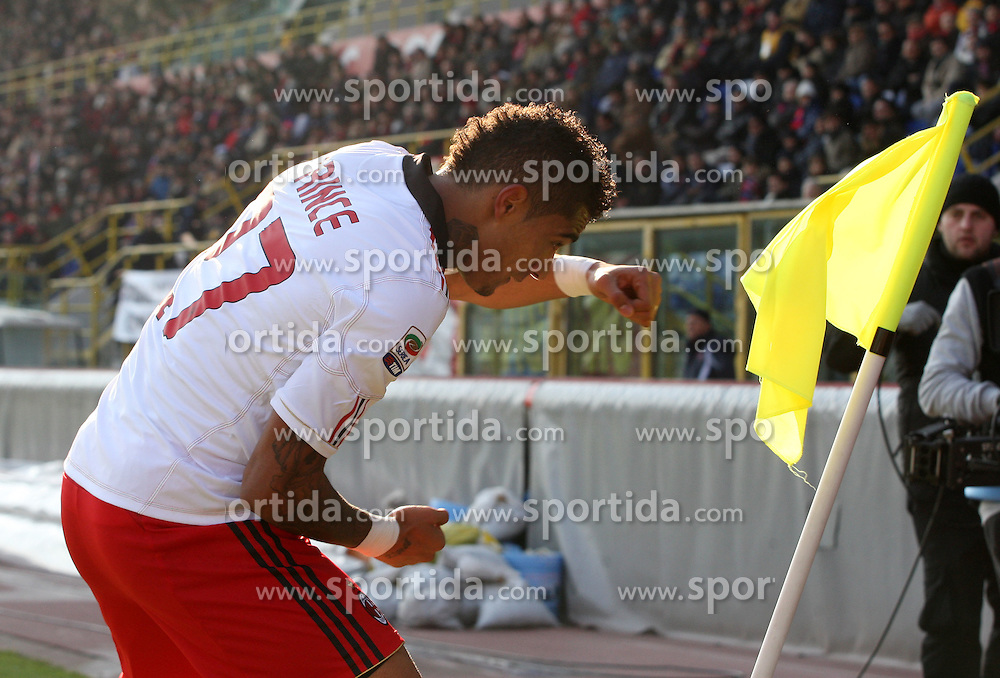 "12.12.2010, Stadio Renato Dall Ara, Bologna, ITA, Serie A, FC Bologna vs AC Mailand, im Bild esultanza kevin prince boateng milan dopo il gol dell'1-0, esulta prendendo a pugni la bandierina.kevin prince boateng milan celebrated after scoring goal.Bologna 12/12/2010 Stadio ""Renato Dall'Ara"".Campionato Italiano Serie A 2010/2011.Bologna vs Milan.EXPA Pictures © 2010, PhotoCredit: EXPA/ InsideFoto/ Luca Pagliaricci +++++ ATTENTION - FOR AUSTRIA/AUT, SLOVENIA/SLO, SERBIA/SRB an CROATIA/CRO CLIENT ONLY +++++"