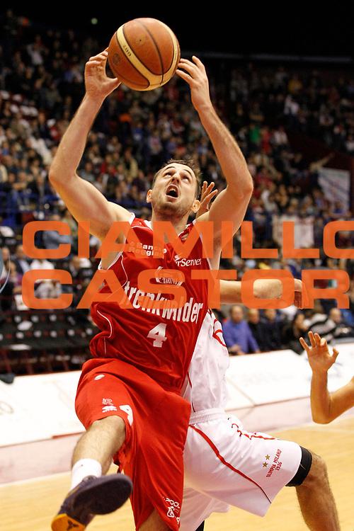 DESCRIZIONE : Milano Lega A 2012-13 EA7 Emporio Armani Milano Trenkwalder Reggio Emilia<br /> GIOCATORE : Mladen Jeremic<br /> CATEGORIA : Rimbalzo<br /> SQUADRA : Trenkwalder Reggio Emilia<br /> EVENTO : Campionato Lega A 2012-2013<br /> GARA : EA7 Emporio Armani Milano Trenkwalder Reggio Emilia<br /> DATA : 28/10/2012<br /> SPORT : Pallacanestro <br /> AUTORE : Agenzia Ciamillo-Castoria/G.Cottini<br /> Galleria : Lega Basket A 2012-2013  <br /> Fotonotizia : Milano Lega A 2012-13 EA7 Emporio Armani Milano Trenkwalder Reggio Emilia<br /> Predefinita :