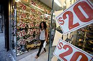 UNITED STATES-NEW YORK-Sale. PHOTO: GERRIT DE HEUS.VERENIGDE STATEN-NEW YORK. Uitverkoop. PHOTO GERRIT DE HEUS