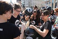 """06 JUN 2015, MUNICH/GERMANY:<br /> 250 junge Aktivisten der entwicklungspolitischen Lobby- und Kampagnenorganisation ONE, die aus allen G7-Staaten nach Muenchen gekommen sind, fordern im Rahmen einer Aktion auf dem Odeonsplatz """"mehr als heisse Luft"""" von den G7 Regierungschefs beim Kampf gegen extreme Armut<br /> IMAGE: 20150606-01-002<br /> KEYWORDS: München, ONE.org, Kampagne"""