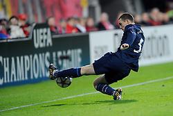 20-10-2009 VOETBAL: AZ - ARSENAL: ALKMAAR<br /> AZ in slotminuut naast Arsenal 1-1 / Thomas Vermaelen<br /> ©2009-WWW.FOTOHOOGENDOORN.NL