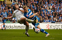 Photo: Alan Crowhurst.<br />Reading v Leeds Utd. Coca Cola Championship.<br />29/10/2005. Reading's Kevin Doyle (R) goes close with a shot.