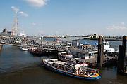 Hamburger Hafen, Anlegestelle, Hamburg, Deutschland.|.Hamburg harbour, landing pier, Hamburg, Germany.