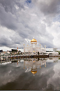 Named after Omar Ali Saifuddien III, the 28th Sultan of Brunei, the mosque as a symbol of the Islamic faith in Brunei dominates the skyline of Bandar Seri Begawan. The building was completed in 1958 and is an example of modern Islamic architecture mixing Renaissance and Italian architectural style. The main dome, is covered in pure gold