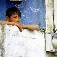 Metepec, Méx.- Niño de Metepec. Agencia MVT / Mario Vázquez de la Torre