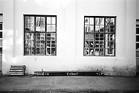 Knuste vinduer.<br /> Foto: Svein Ove Ekornesv&aring;g