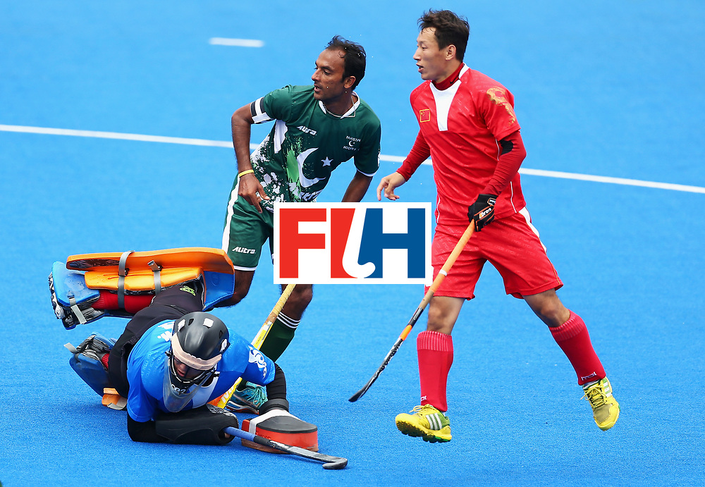 LONDON, ENGLAND - JUNE 25:  Muhammad Umar Bhutta of Pakistan scores his sides second goal past Zhiwei Ao of China during the 7th/8th place match between Pakistan and China on day nine of the Hero Hockey World League Semi-Final at Lee Valley Hockey and Tennis Centre on June 25, 2017 in London, England.  (Photo by Steve Bardens/Getty Images)
