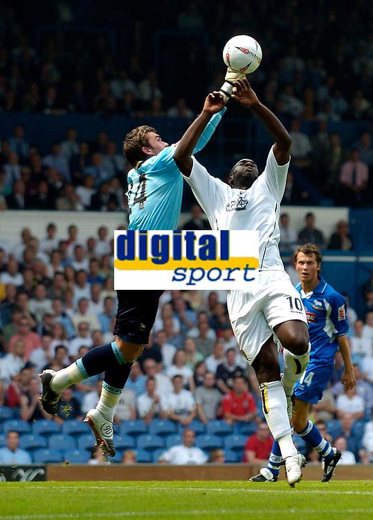 Fotball<br /> Leeds United v Derby County<br /> Coca Cola Championship<br /> 07/08/2004<br /> Foto: SBI/Digitalsport<br /> <br /> Leeds' new signing Michael Ricketts (R) puts himself about challenging Derby goalkeeper Lee Camp