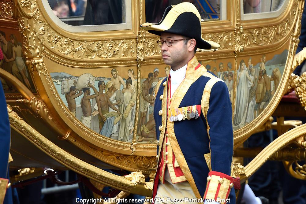 Prinsjesdag - Koninklijke familie in de Gouden Koets<br /> <br /> Budget Day - Royal family in the Golden Coach<br /> <br /> Op de foto / On the photo:  Gouden Koets met de &quot; slavenillustratie &quot; // <br /> Golden Coach with the &quot;slaves illustration&quot;