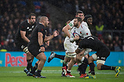 Twickenham, United Kingdom, Saturday, 10th  November 2018, RFU, Rugby, Stadium, England,    Quilter, Autumn International, England vs New Zealand Elliot DALY tackled by Ardie SAVEA,  © Peter Spurrier