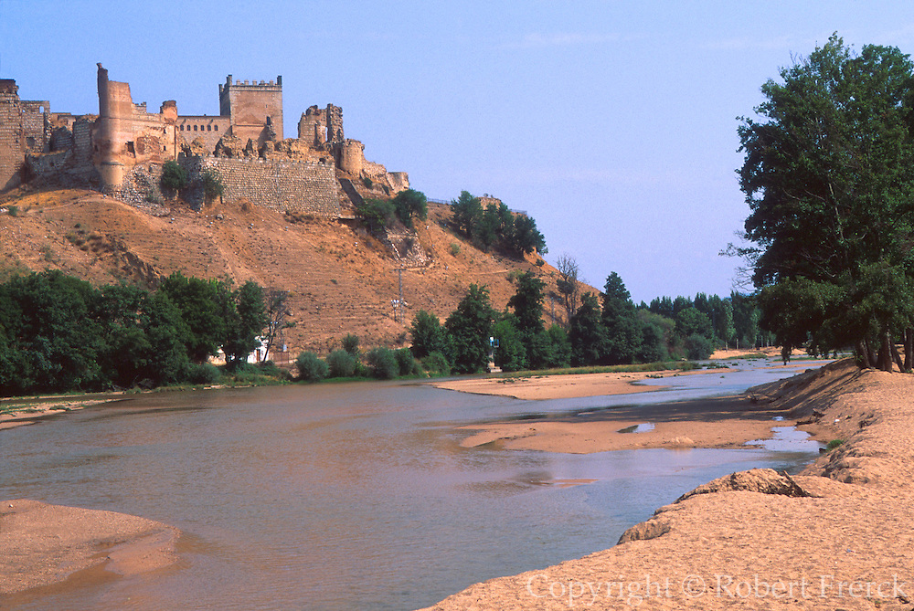 SPAIN, CASTILE and LEON Escalona, NW of Toledo with the ruins of an imposing castle built by Alvaro de Luna in 1442 on the Rio Alberche