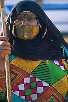 Emirats Arabe Unis, Emirat de Al Ain, femme avec un masque islamique // United Arab Emirates, Al Ain Emirate, woman with muslim mask
