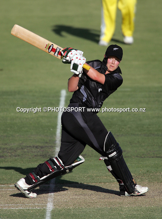 New Zealand's Aimee Mason on her way to a score of 74 during the first ODI Rose Bowl cricket match between the White Ferns and Australia at Allan Border Field, Brisbane, Australia, on Friday 20 October 2006. Australia won the match by 2 with a total of 201. Photo: Renee McKay/PHOTOSPORT<br />