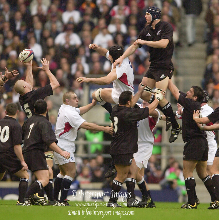 Richmond/Twickenham, England, Autumn International, and All Blacks Trianing at Old Deer Park. <br /> 09/11/2002<br /> International Rugby England vs New Zealand<br /> Line out ball -  All Black Ali William Scull cap deflects the ball to  Keith Robinson (No.5) Competing Danny Grewcock.       [Mandatory Credit:Peter SPURRIER/Intersport Images]