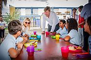 PHILIPSBURG - Koning Willem-Alexander en koningin Maxima arriveren bij de Sundial school waar door het Rode Kruis voedsel wordt uitgedeeld aan bewoners van Sint Maarten na de orkaan Irma. ANP ROYAL IMAGES ROBIN UTRECHT **NETHERLANDS ONLY**
