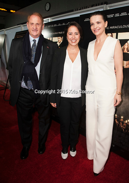 WASHINGTON, DC- OCTOBER 27:  Producer Mike Medavoy, director Patricia Riggen and actress Juliette Binoche attend the DC premiere of Warner Bros Pictures THE 33 at the Newsuem on October 27, 2015 in Washington, DC. (Photo by Kris Connor/Warner Bros. Pictures)
