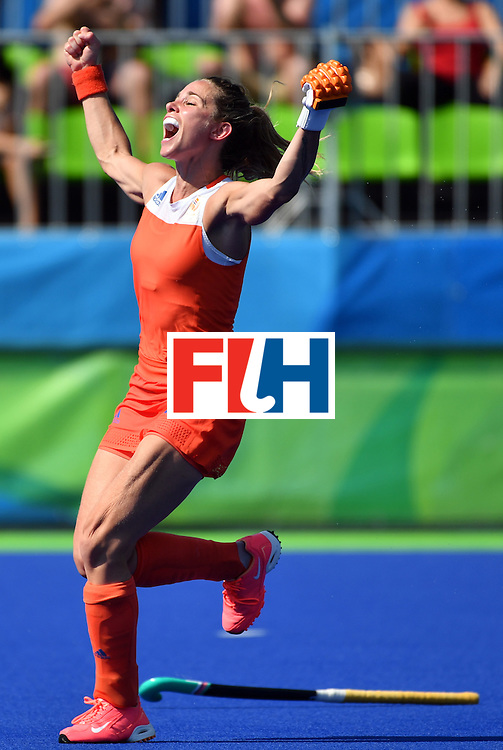 Netherlands's Ellen Hoog celebrates her goal during the penalty shoot-out at the end of the the women's semifinal field hockey Netherlands vs Germany match of the Rio 2016 Olympics Games at the Olympic Hockey Centre in Rio de Janeiro on August 17, 2016. / AFP / Pascal GUYOT        (Photo credit should read PASCAL GUYOT/AFP/Getty Images)