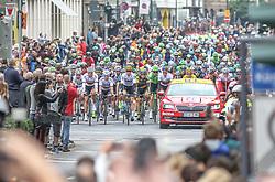 02.07.2017, Duesseldorf, GER, Tour de France, 2. Etappe von Düsseldorf (GER) nach Lüttich (BEL/203 km), im Bild Peloton nahe der Königsallee in Düsseldorf // peloton near Koenigsallee in Duesseldorf during Stage 2 from Duesseldorf (GER) to Luettich (BEL/203 km) of the 2017 Tour de France in Duesseldorf, Germany on 2017/07/02. EXPA Pictures © 2017, PhotoCredit: EXPA/ Martin Huber