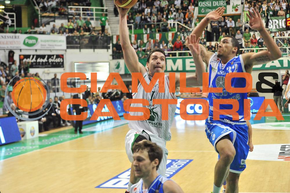 DESCRIZIONE : LegaBasket Serie A 2012-13 Montepaschi Siena - Banco di Sardegna Dinamo Sassari<br /> GIOCATORE : Kristjan Kangur<br /> CATEGORIA : Tiro Penetrazione<br /> SQUADRA :  Montepaschi Siena<br /> EVENTO : Campionato Serie A<br /> GARA : Montepaschi Siena - Banco di Sardegna Dinamo Sassari<br /> DATA : 05/05/2013<br /> SPORT : Pallacanestro <br /> AUTORE : Agenzia Ciamillo-Castoria / Luigi Canu<br /> Galleria : Lega Basket A 2012-2013  <br /> Fotonotizia : LegaBasket Serie A 2012-13 Montepaschi Siena - Banco di Sardegna Dinamo Sassari<br /> Predefinita :