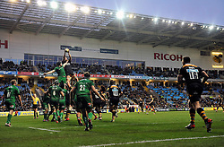 A general view of a lineout at Wasps' new home the Ricoh Arena - Photo mandatory by-line: Patrick Khachfe/JMP - Mobile: 07966 386802 21/12/2014 - SPORT - RUGBY UNION - Coventry - Ricoh Arena - Wasps v London Irish - Aviva Premiership