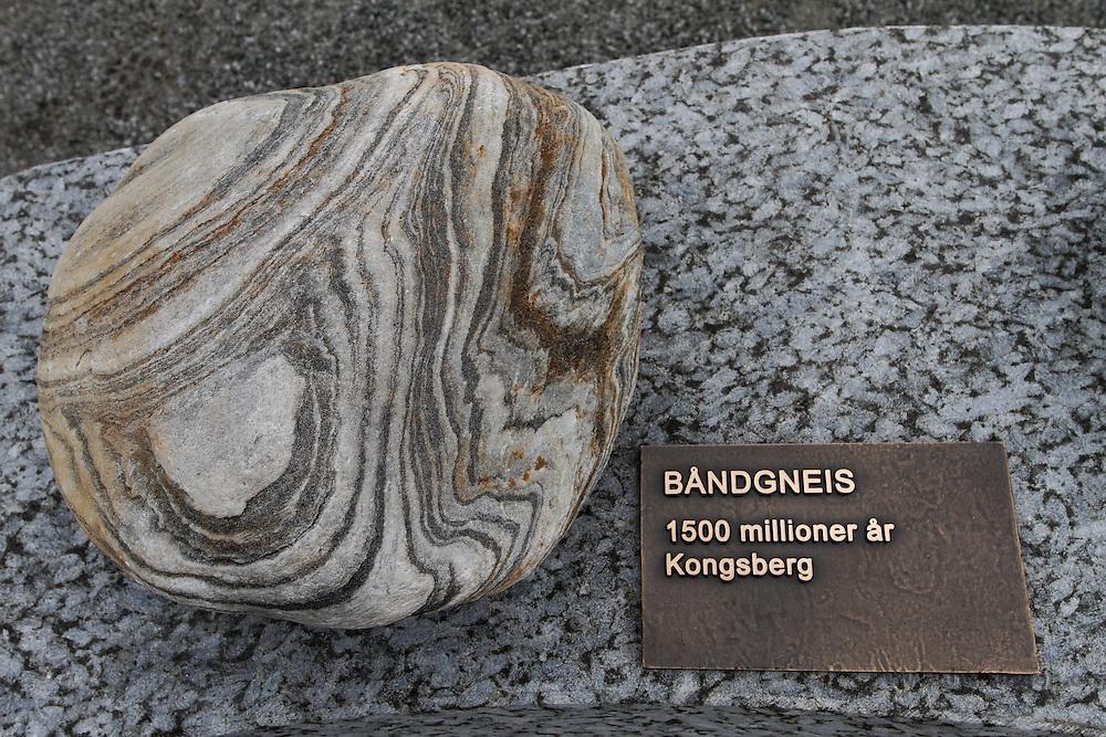 Båndgneis ..1500 millioner år, Kongsberg......