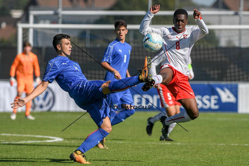 21.09.2017; Niederhasli; FUSSBALL U16 - Schweiz - Italien;<br /> Simone Panada (ITA) Samuel Kasongo (SUI) <br /> (Andy Mueller/freshfocus)