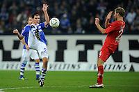 FUSSBALL   1. BUNDESLIGA   SAISON 2011/2012    15. SPIELTAG FC Schalke 04 - FC Augsburg            04.12.2011 Christoph MORITZ (li, Schalke) gegen Daniel BRINKMANN (re, Augsburg)