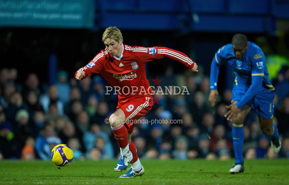 PORTSMOUTH, ENGLAND - Saturday, February 7, 2009: Liverpool's Fernando Torres in action against Portsmouth during the Premiership match at Fratton Park. (Mandatory credit: David Rawcliffe/Propaganda)