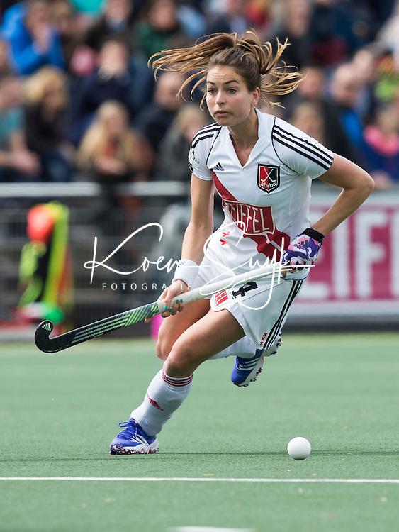 AMSTELVEEN -  Eva de Goede (A'dam)   tijdens de tweede halve finalewedstrijd in de Play offs tussen Amsterdam en  SCHC (2-0).  Amsterdam gaat door naar de finale. COPYRIGHT KOEN SUYK
