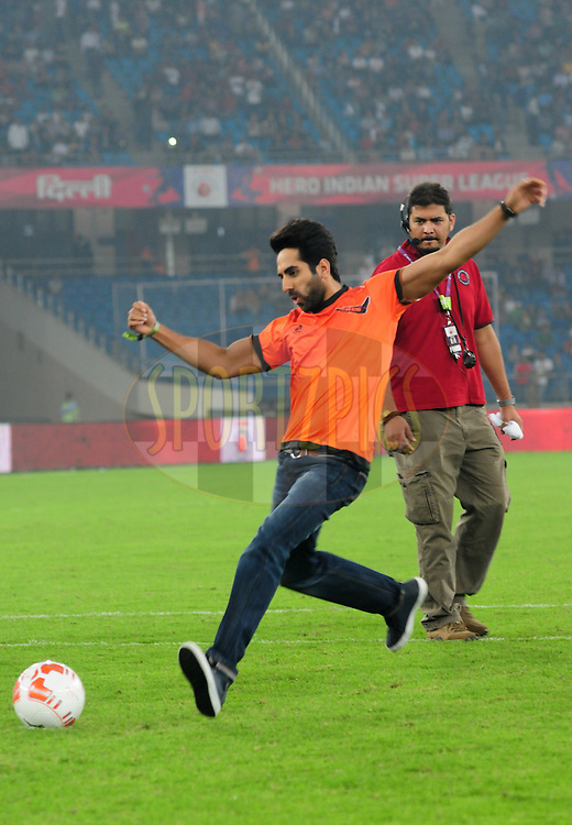 Actor Ayushmann Khurrana during penalty shootout match 16 of the Hero Indian Super League between The Delhi Dynamos FC and NorthEast United FC held at the Jawaharlal Nehru Stadium, Delhi, India on the 29th October 2014.<br /> <br /> Photo by:  Arjun Panwar/ ISL/ SPORTZPICS
